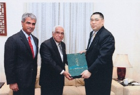 Mr. Vijay Harilela and Mr. Bob N. Harilela JP with Chief Executive of Macau Mr. Fernando Chui Sai On